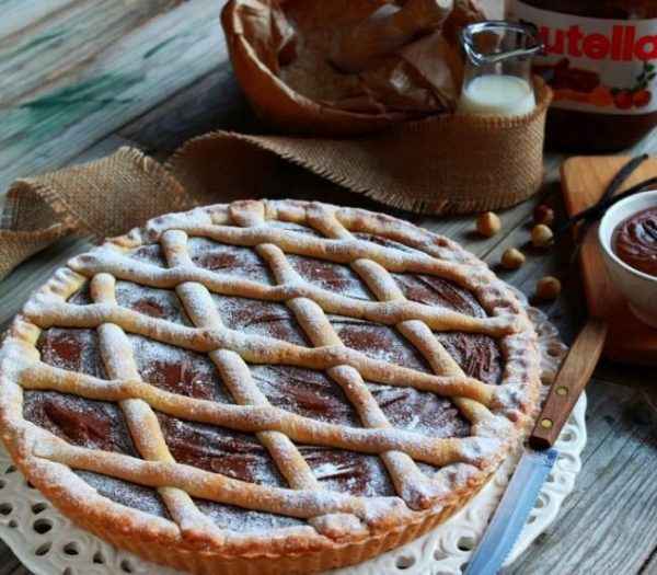Crostata with nutella and powdered sugar homemade sicilian delivery amsterdam